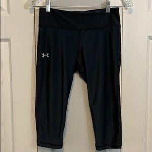 Under Armour black compression Capri pants